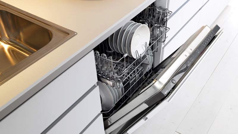 Lavavjilla oculto en mueble de cocina