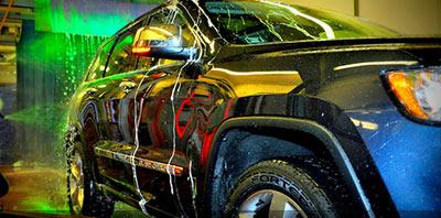 Camioneta 4x4 en lavadero de autos