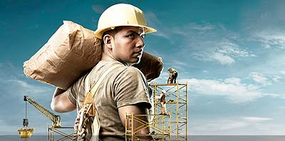 Obrero trabajando en obra en construccion