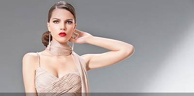 Mujer luciendo vestido de fiesta