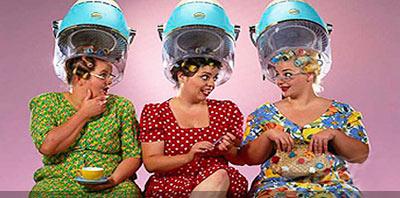 Tres mujeres en la peluqueria, imagen retro