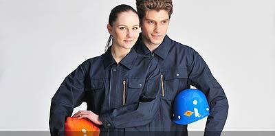 Hombre y mujer con ropa de trabajo